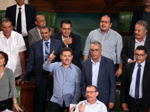 Craintes pour la transition démocratique en Tunisie après le vote d'une loi