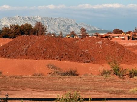 """""""Boues rouges"""": ouverture d'une information judiciaire sur les rejets de l'usine Alteo de Gardanne"""