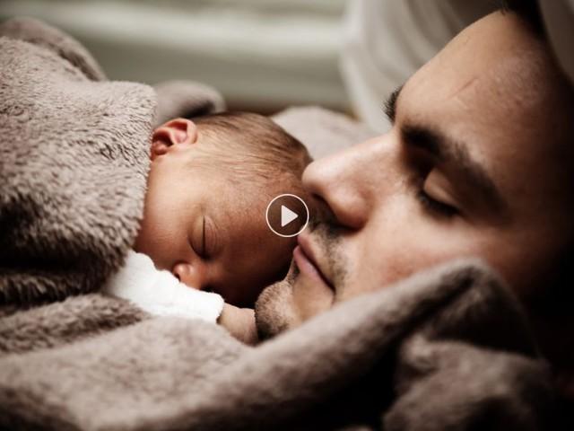 Cododo, portage, allaitement tardif… X choses à savoir sur les techniques de maternage proximal