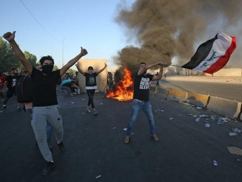 "Contestation en Irak: l'armée admet un ""usage excessif"" de la force"