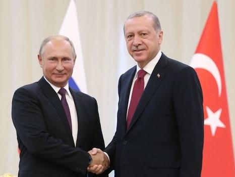 """Syrie : Erdogan fait état d'un """"accord historique"""" après un entretien avec Poutine"""