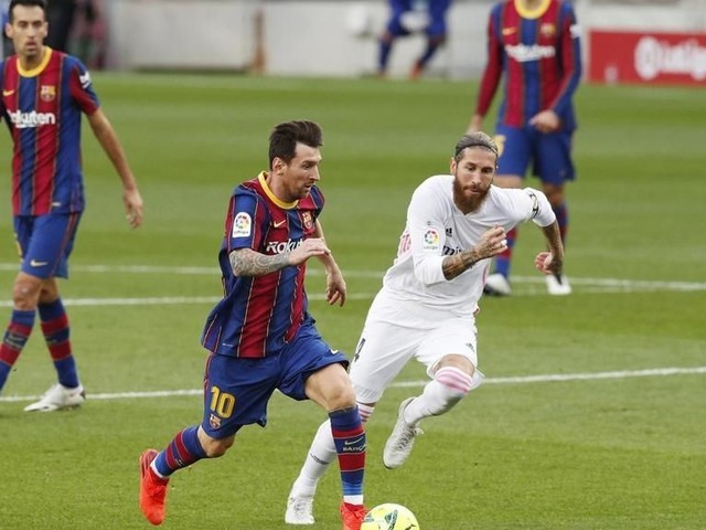 Foot: le Real Madrid gagne à Barcelone un Clasico sous tension