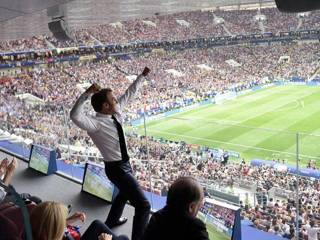La petite histoire derrière cette photo virale d'Emmanuel Macron
