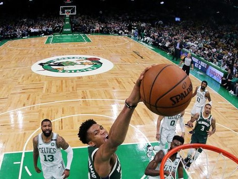 NBA: Milwaukee prend le large, Houston recolle