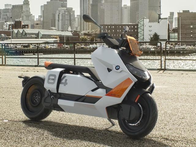 BMW CE 04 : le maxi-scooter électrique du futur