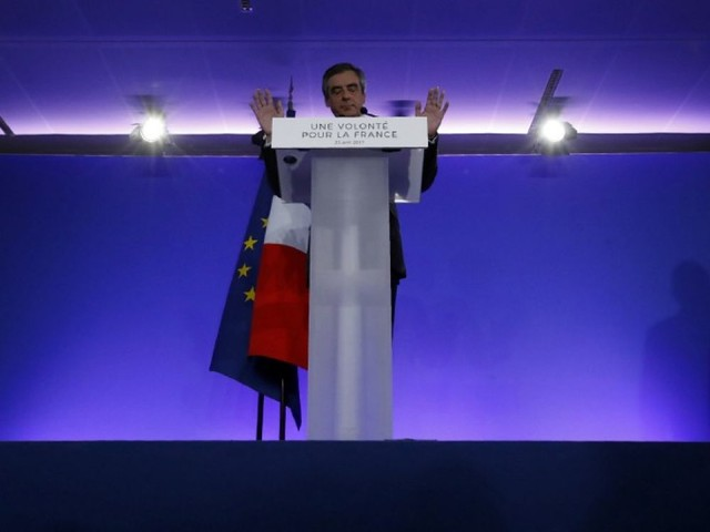 """Devant ses militants, François Fillon """"se retire sans chercher d'excuses"""""""