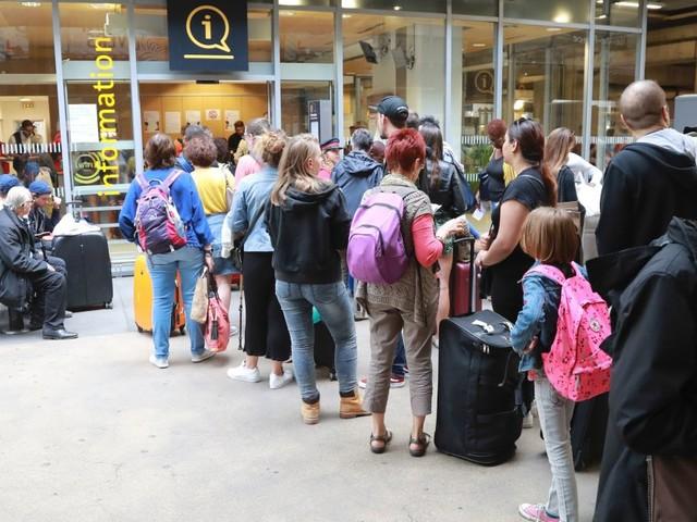 Gare Montparnasse: trafic toujours perturbé lundi, la SNCF conseille de reporter les voyages