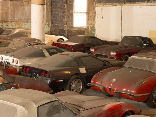 Tirage d'une collection de 36 Chevrolet Corvette abandonnées