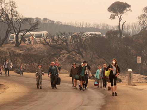 """L'Australie se prépare à de nouveaux feux de forêts ce week-end: """"Partez"""" est le maître-mot..."""