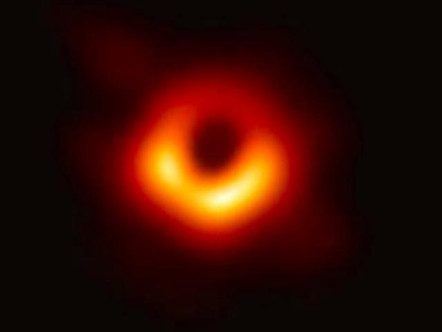 Voici la première photo d'un trou noir supermassif, M87*