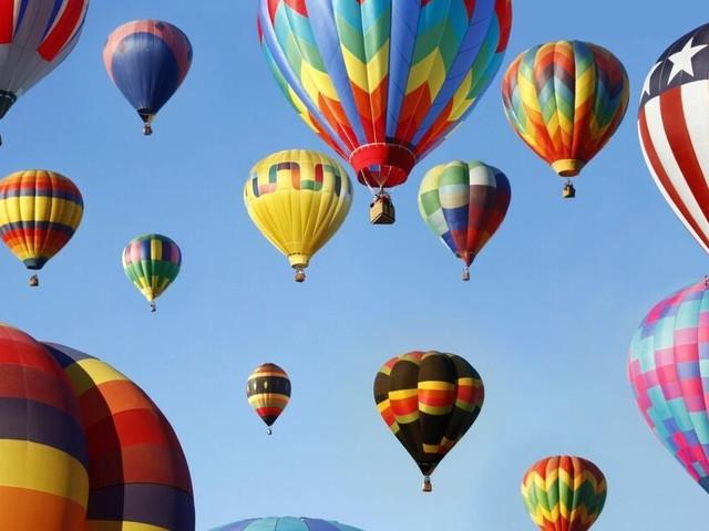 Prenez de la hauteur lors du plus grand rassemblement annuel de montgolfières au monde