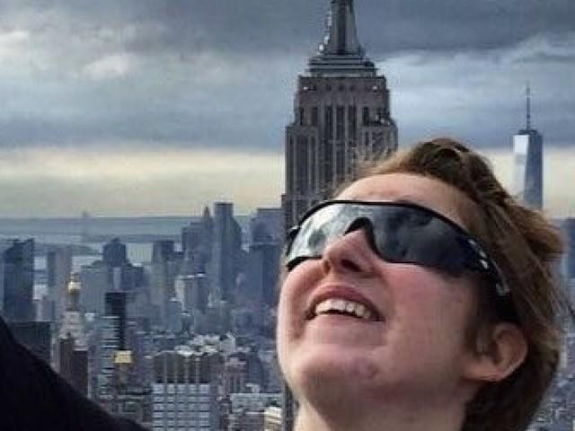 Une adolescente aveugle exprime par la photo une vision du monde comme personne