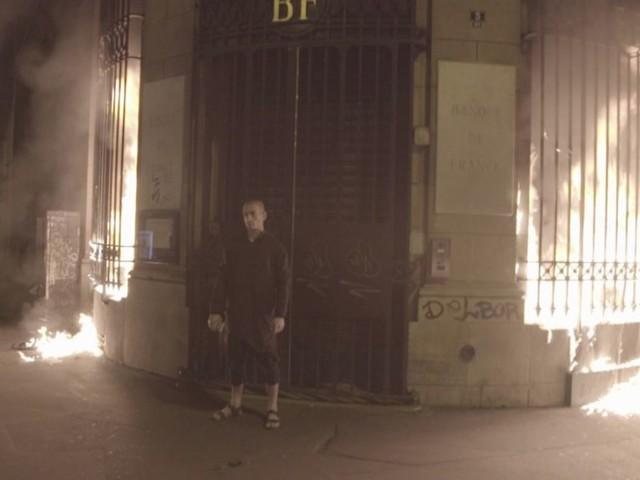 L'artiste Piotr Pavlenski mis en examen après avoir incendié la Banque de France