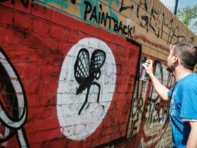 A Berlin, la traque créative aux tags néonazis