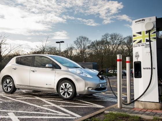 Royaume-Uni : chaque station-service devra s'équiper d'une borne de recharge