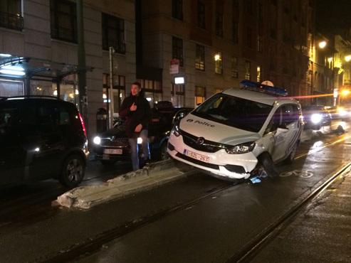 Une voiture de police accidentée bloque les trams à Bruxelles: la circulation des lignes 92 et 97 perturbée