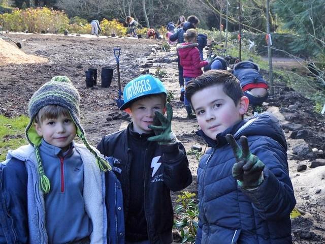 Fontiers-Cabardès : les enfants se mettent à la plantation