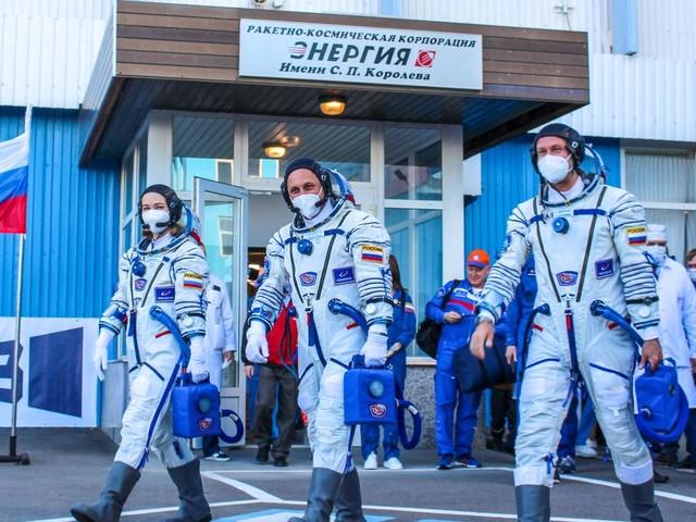 Après 12 jours à bord de l'ISS, l'équipe russe ayant tourné le premier film dans l'espace de retour sur Terre