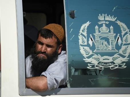 Kaboul libère 900 talibans et espère l'extension du cessez-le-feu