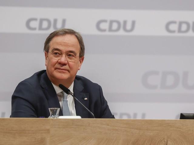 """Armin Laschet """"est bien dans la continuité d'Angela Merkel en plaçant la CDU au centre-droit"""", explique une spécialiste de l'Allemagne"""