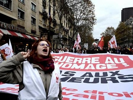 """Réforme des retraites en France - """"Réunion de travail"""" de ministres avec Macron dimanche soir, annonce l'Elysée"""