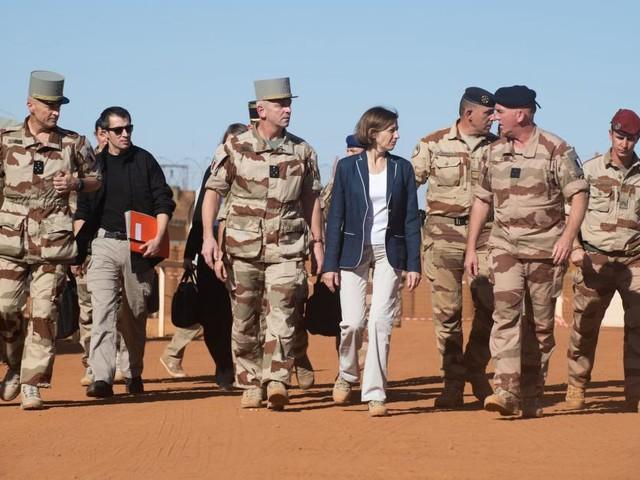 L'armée «indignée» par les derniers dessins de Charlie Hebdo sur les soldats français tués au Mali