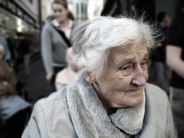 Une grand mère condamnée pour avoir posté les photos de ses petits enfants sur Facebook
