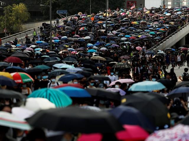 Heurts à Hong Kong après un appel à l'aide des manifestants au Royaume-Uni