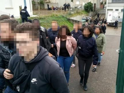 Interpellation de lycéens à Mantes-la-Jolie: l'enquête classée sans suite par le parquet