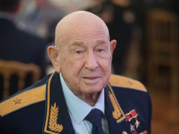Décès de Leonov, un citoyen russe devenu le premier homme à être sorti dans l'espace