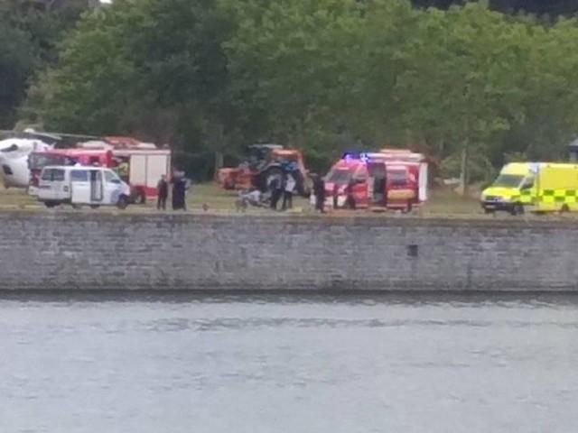 Police, pompiers, ambulance et hélicoptère déployés au port de Statte: un homme saute dans la Meuse et décède