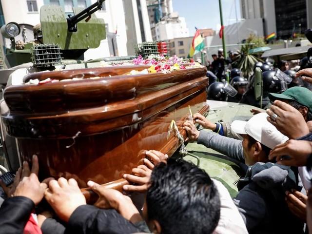Bolivie: la police disperse une cortège funéraire pro-Morales