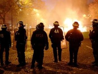 France: Images, Vidéo: Une journée sanglante d'affrontements entre les CRS et les gilets jaunes sur les Champs Elysées