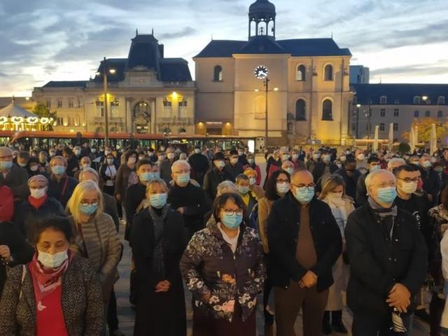 Attentats de Conflans : plusieurs centaines de personnes pour deux nouveaux hommages au Mans ce mercredi