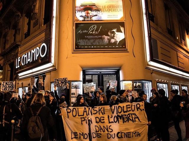 """""""J'accuse"""" : une manifestation féministe provoque l'annulation d'une avant-première du nouveau film de Roman Polanski"""