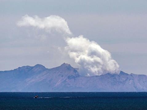Nouvelle-Zélande: le volcan encore trop dangereux pour récupérer les corps