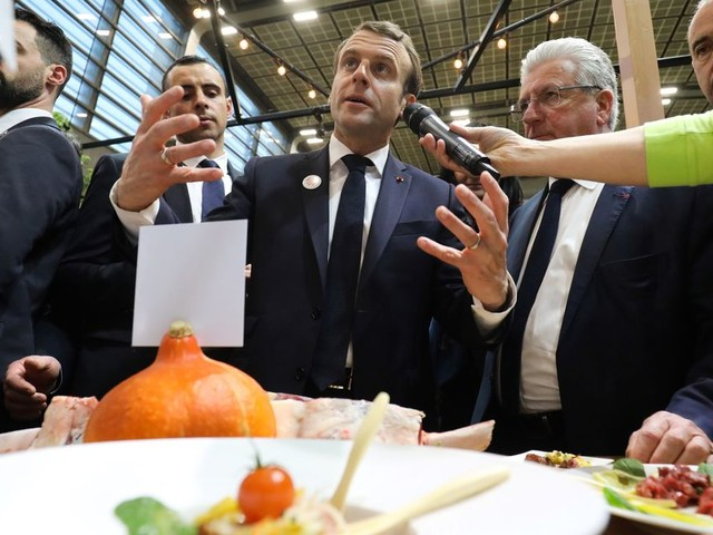 Salon de l'Agriculture: Macron au chevet des victimes des tensions internationales