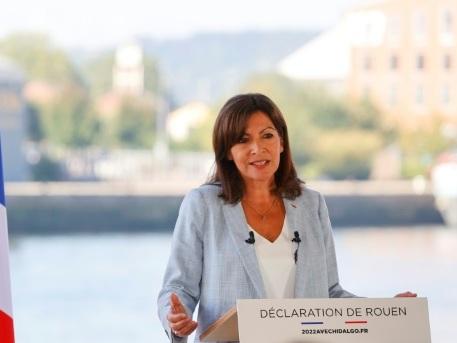 """Course à la présidentielle: Anne Hidalgo se lance à son tour, pour """"bâtir une France plus juste"""""""
