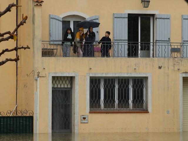 Inondations dans le sud-est: plus de 50 établissements scolaires fermés lundi