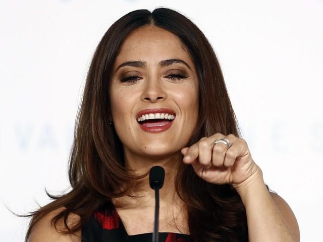 "Salma Hayek : Harvey Weinstein ""son monstre"", l'actrice accuse le producteur"