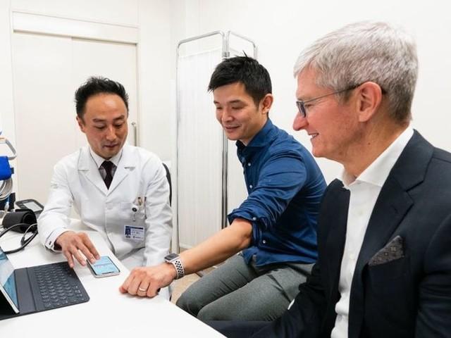Tim Cook fait la promo d'Apple au Japon