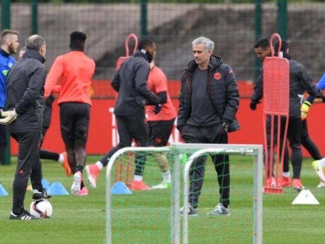 Derby de Manchester: Mourinho pied au plancher, Guardiola pied sur le frein