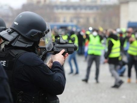 LBD, grenades: ces armes dont les manifestants réclament l'interdiction
