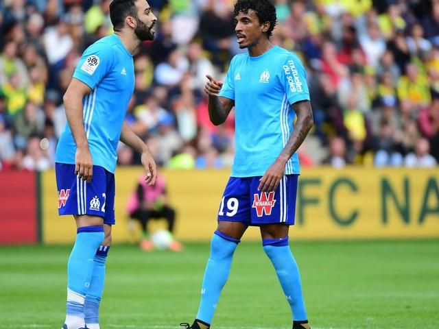 Mercato - OM: Adil Rami envoie un message à Luiz Gustavo après son départ!