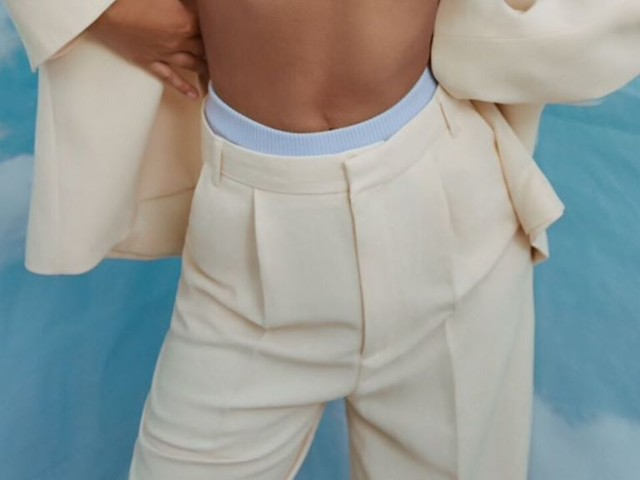 Pantalon à pince : 12 modèles canons pour shopper ce basique chic devenu le nouveau cool