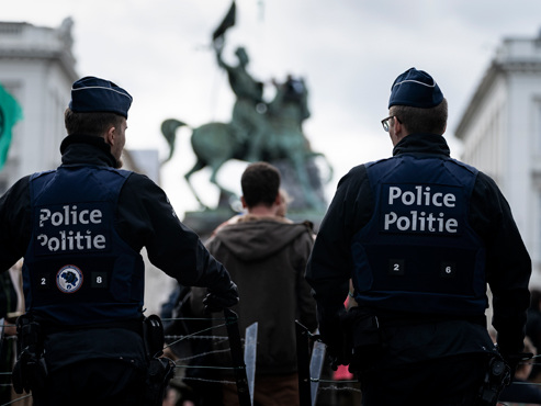 """Manifestation du mouvement Extinction Rebellion à Bruxelles: l'intervention des forces de l'ordre """"trop musclée""""?"""