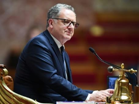 """Mutuelles de Bretagne: Ferrand mis en examen pour """"prise illégale d'intérêts"""", entend rester à son poste"""