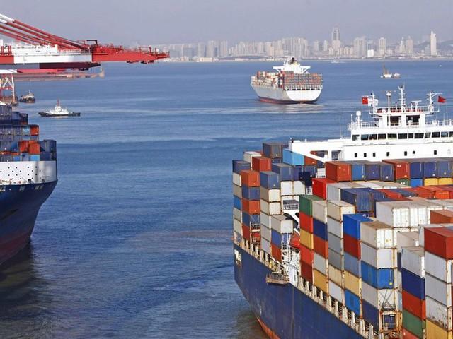 Chine: les exportations baissent moins que prévu en octobre