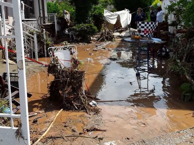 Inondations en Grèce : 7 morts, dont un bébé de 8 mois, sur l'île d'Eubée, une femme retrouvée vivante