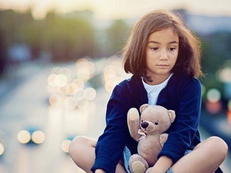 Commémorations du 13-Novembre : comment parler de tels événements traumatiques avec ses enfants ?